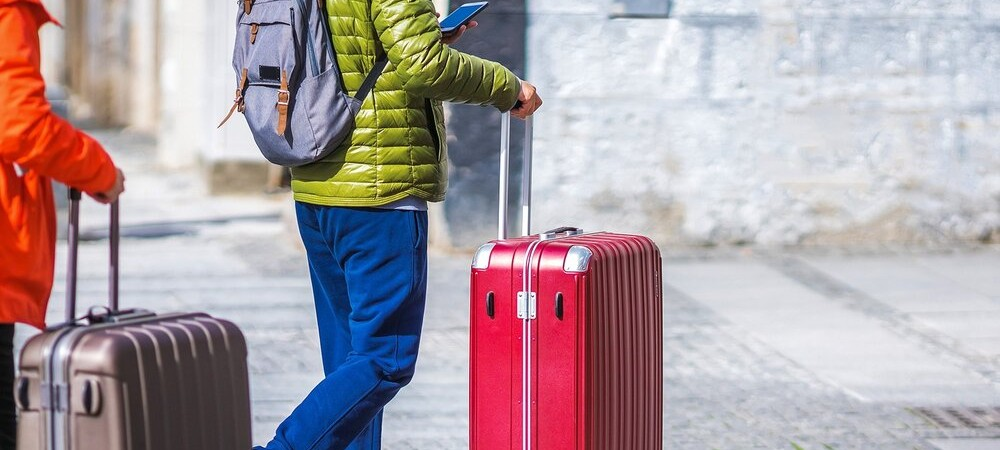 tourists-rolling-hard-large-suitcases (1)
